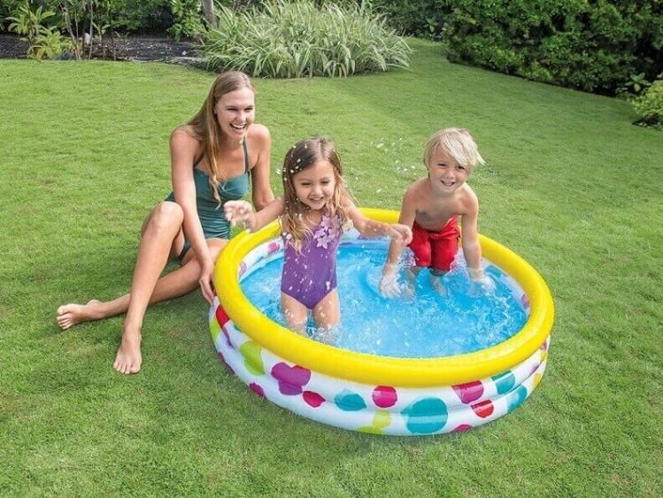 Opblaasbaar zwembad 39 cool dots 39 klein zwembadgigant for Klein opblaasbaar zwembad