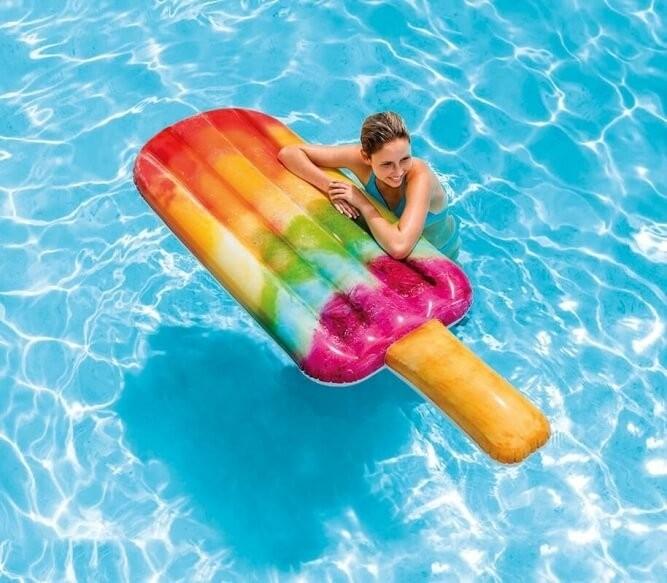Een Zwembad In De Tuin Wie Wil Dat Nou Niet: Waterijsje Luchtbed